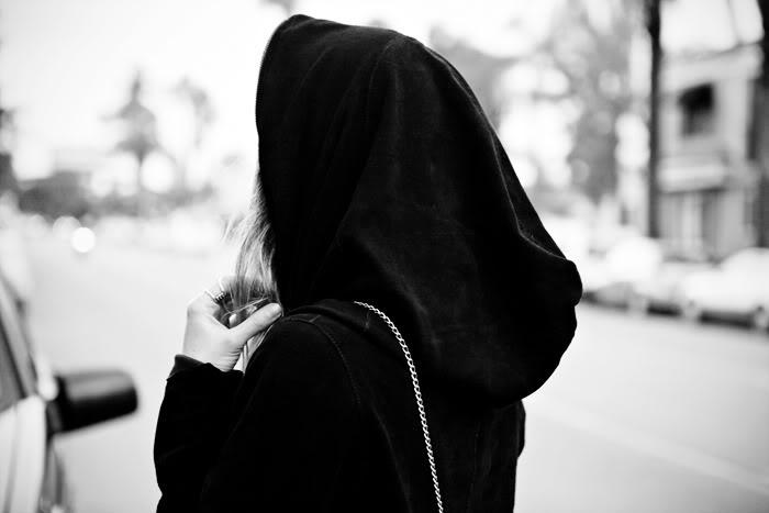 картинки девочек в капюшоне без лица Церквей свершилось месяцев